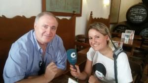 Esther Lara entrevistando a Fernando Nuñez para Cadena Cope