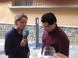 """Esther Lara entrevistando a Antonio Fernádez, Gerente del restaurante """"Eboka"""""""